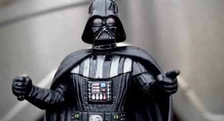 Darth Vader, nascido como Anakin Skywalker, é um dos personagens centrais da série de filmes Star Wars