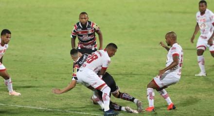 Lances do jogo de futebol Santa Cruz X Vila Nova, válido pelo Campeonato Brasileiro da Série C, no Estádio do Arruda.