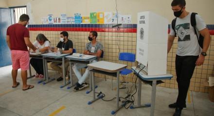 Palavras-chave: Eleição - Urna - Votação - Prefeito - Vereador - Democracia - Votos - Fila - Boca de Urna - Título - Eleitor ##