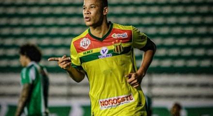 Caio Dantas é o artilheiro da Série B com 13 gols marcados