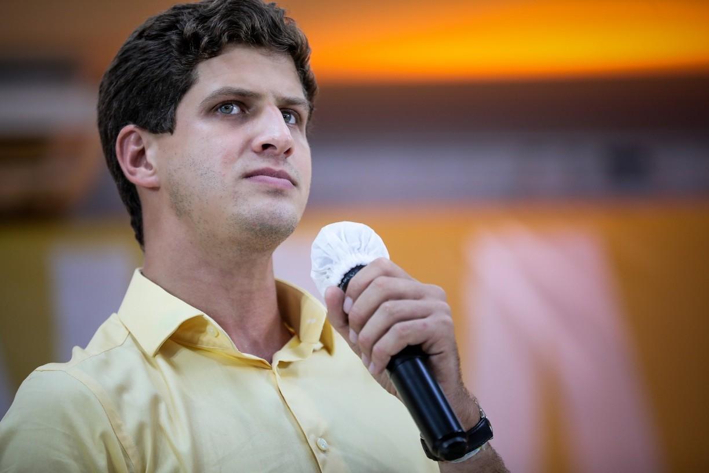 Jingle que circula no WhatsApp com acusações a João Campos traz conteúdos enganosos