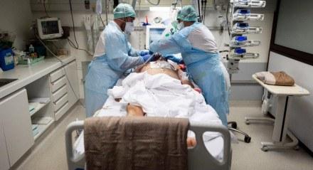 PESSOA HOSPITALIZA COM COVID-19