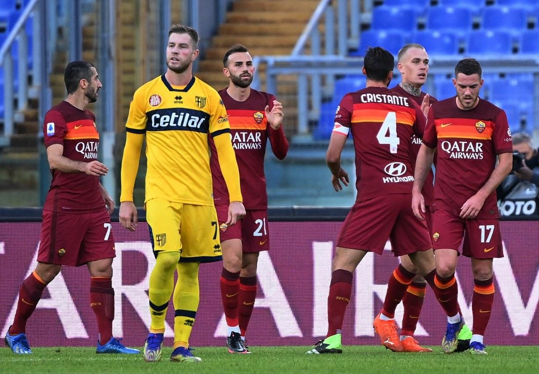 Sassuolo e Roma vencem e colocam pressão sobre o Milan