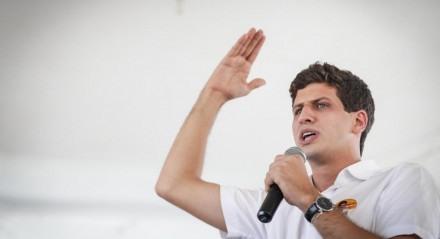João Campos, candidato a prefeito do Recife, em ato com a militância de João Campos na Zona Sul do Recife
