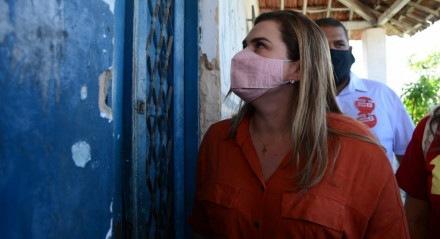 Marília Arraes, candidata a prefeita do Recife, em visita ao bairro de Dois Unidos, Zona Norte do Recife