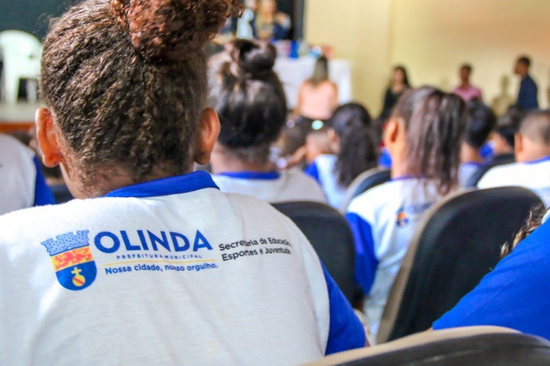 Alunas da rede municipal de Olinda vão receber absorventes íntimos