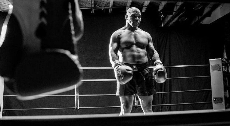 Mike Tyson volta aos ringues para enfrentar Roy Jones Jr; Veja onde assistir a luta ao vivo