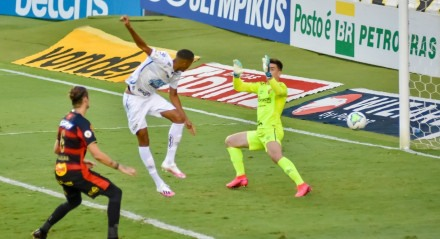 Gol de Bruno Marques do time do Santos na partida contra a equipe do Sport, válida pela vigésima terceira rodada do Campeonato Brasileiro 2020, realizada no estádio da Vila Belmiro, litoral de São Paulo, neste sábado (28).