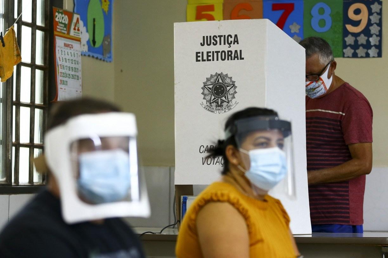 Sob pressão de Bolsonaro, Congresso começa a discutir voto impresso para 2022