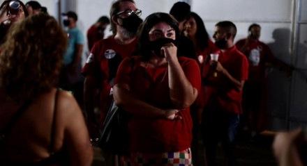 Militantes e apoiadores da candidatura de Marília Arraes (PT) lamentam derrota