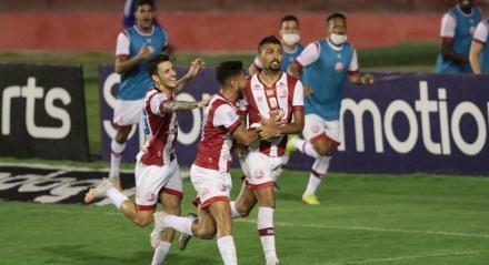 Jogo entre os times do Náutico e Guarani valido pelo Campeonato Brasileiro da série B. Partida realizada no estádio dos Aflitos.