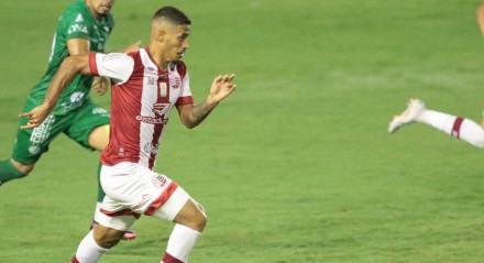 Segundo gol do Náutico de Kieza no Jogo entre os times do Náutico e Guarani valido pelo Campeonato Brasileiro da série B. Partida realizada no estádio dos Aflitos.