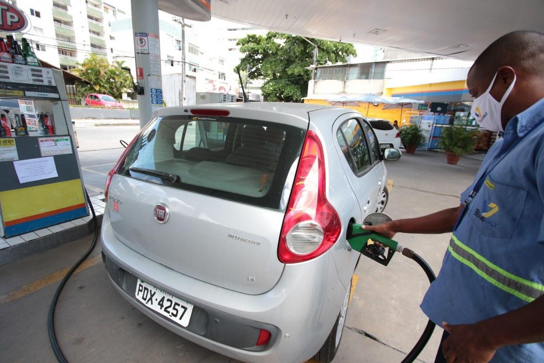 Vale a pena trocar a gasolina pelo etanol para fugir dos preços elevados? Entenda