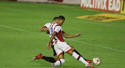 Kieza. Lances do jogo Náutico X Brasil de Pelotas, válido pelo Campeonato Brasileiro da Série B, no Estádio dos Aflitos.