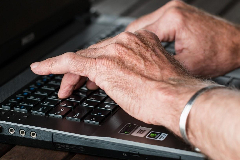 Começa esta semana cadastro dos professores da rede estadual que vão receber computador e internet para aulas remotas