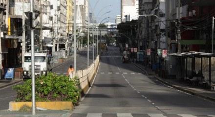 Greve dos Rodoviários na manhã desta terça-feira (22) deixa ruas do centro do Recife praticamente vazias