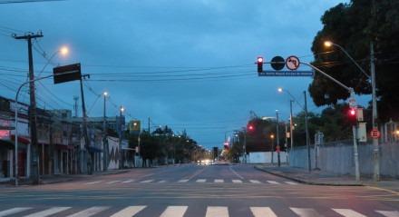 Retrospectiva - Cidades - Avenida Norte vazia em dia de lockdown