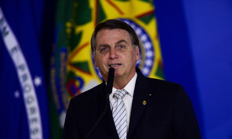 Alguém precisa mostrar a Bolsonaro que quanto maior a demora para vacinar, maiores são os riscos para a economia
