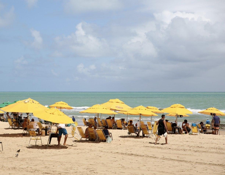 Praias em Pernambuco continuam sem presença de barraqueiros nos finais de semana