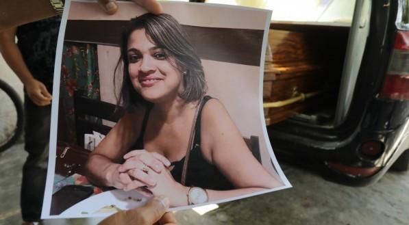 José Claudio do Nascimento, ex-marido de Dione Gomes Silva, foi ao IML para fazer a liberação do corpo dela. Namorado da vítima foi preso em flagrante por feminicídio e ocultação de cadáver