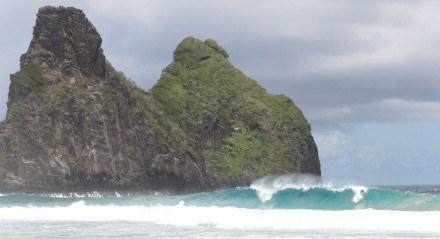 As ondas da Cacimba do Padre estão entre as melhores do Brasil para o surfe