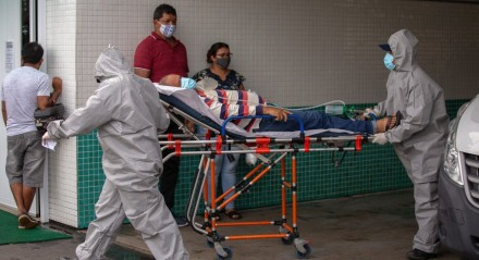 Hospital de Manaus com pacientes infectados pela covid-19