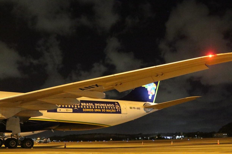 Avião que vai buscar vacinas na Índia decolanesta sexta (15) do Recife