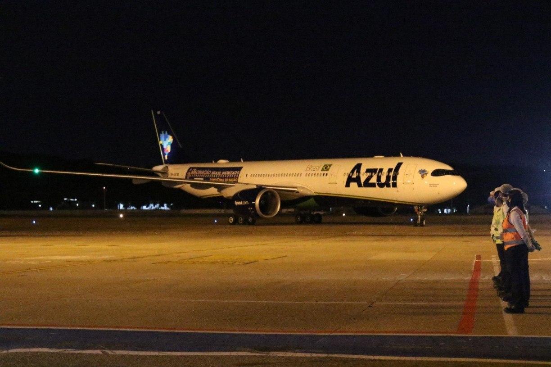 Chega ao Aeroporto do Recife avião que buscará vacina contra covid-19 na Índia