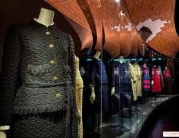 Exposição será uma retrospectiva que relembrará os marcos de vida e carreira da estilista Gabrielle Chanel