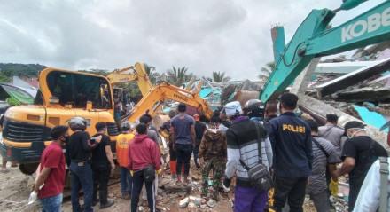 Terremoto provocou vários danos materiais em ilha da Indonésia