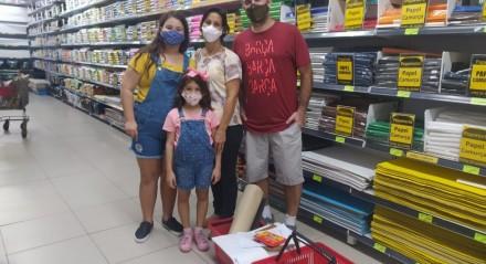 Psicóloga Walkyria Cabral e o marido Renato disseram que as filhas Beatriz e Bianca deverão estudar em casa pelo menos no primeiro trimestre