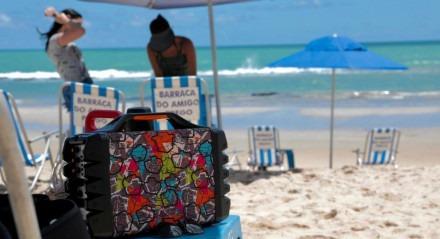 A reportagem da TV Jornal encontrou apenas uma banhista com uma caixa de som em Boa Viagem depois de percorrer praias do Recife, Olinda e Jaboatão. Foi o primeiro sábado depois da proibição de caixa de som na orla