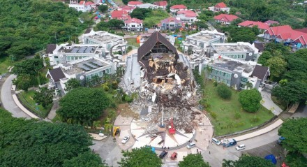 Foto aérea mostra danos na sede do governo local