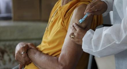 Abrigo Cristo Redentor, em Jaboatão dos Guararapes, recebe, na manhã desta quarta-feira (20), as primeiras doses da vacina CoronaVac.