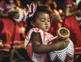 Ágata dos Santos, percussionista do Maracatu Nação Encanto da Alegria