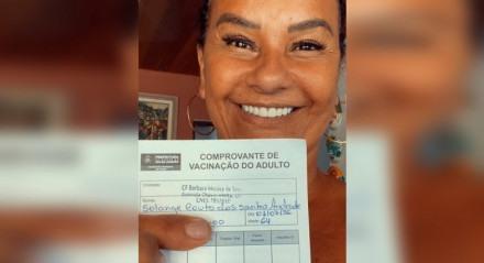 Atriz Solange Couto é imunizada contra a covid-19