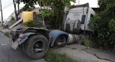 Caminhão seguia no sentido Paulista, Grande Recife