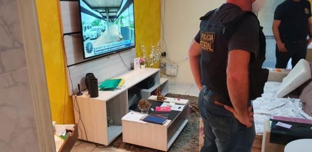 Foram cumpridos cinco mandados de busca e apreensão, nas cidades do Recife e de Moreno