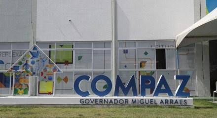Preparação no Compaz Governador Miguel Arraes, na Caxangá, um dos pontos de vacinação contra a covid-19