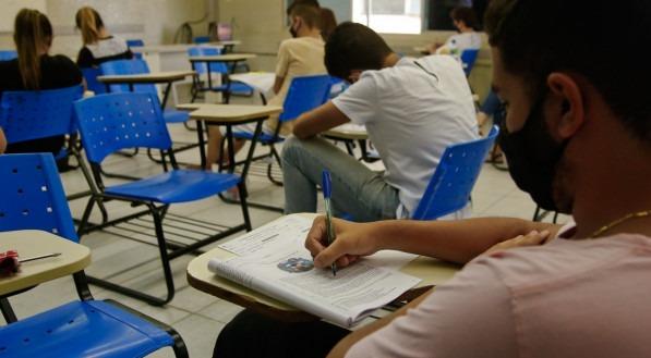 Personagem:  Palavras-chave: Aluno - Estudante - Vestibular - Prova - Seriado - UPE - UFPE - Universidade - Vestibulando ##