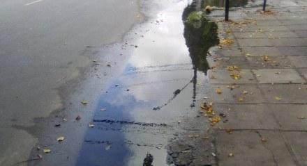 Trecho da Avenida São Paulo, cruzamento com a Rua Osório Borba, quando chove fica todo alagado