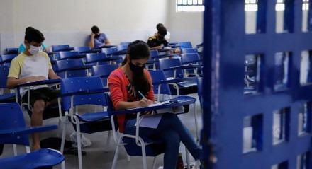 04.02.21 - EDUCAÇÃO - Candidatos realizam nesta quinta-feira (04), na Escola Politécna de Pernambuco provas do SSA 3 da UPE