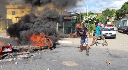Protesto no Terminal Igarassu, no Grande Recife