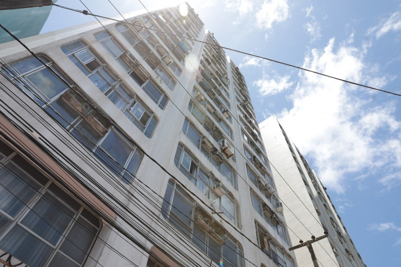 Após morte de idosa atingida por parte de fachada que caiu, condomínio no Recife será multado