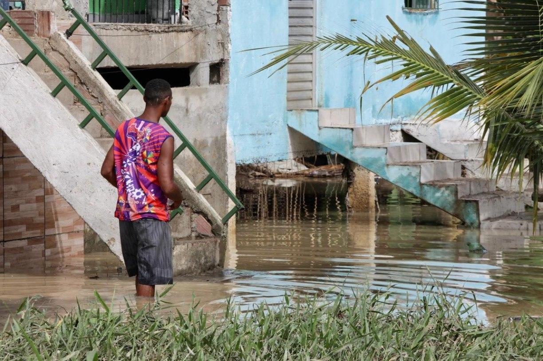 Mesmo sem chuva, alagamentos castigam população em Camaragibe; veja as imagens