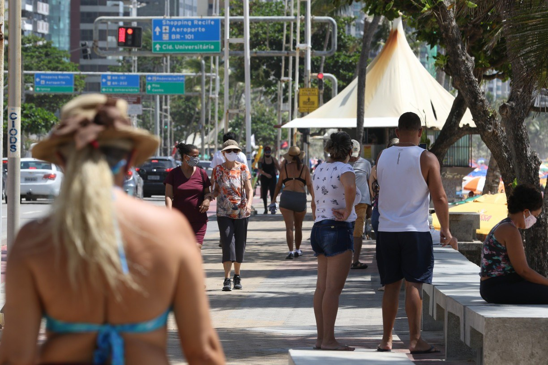 Veja como é a situação de dois dos bairros onde mais se morre por covid-19 no Recife