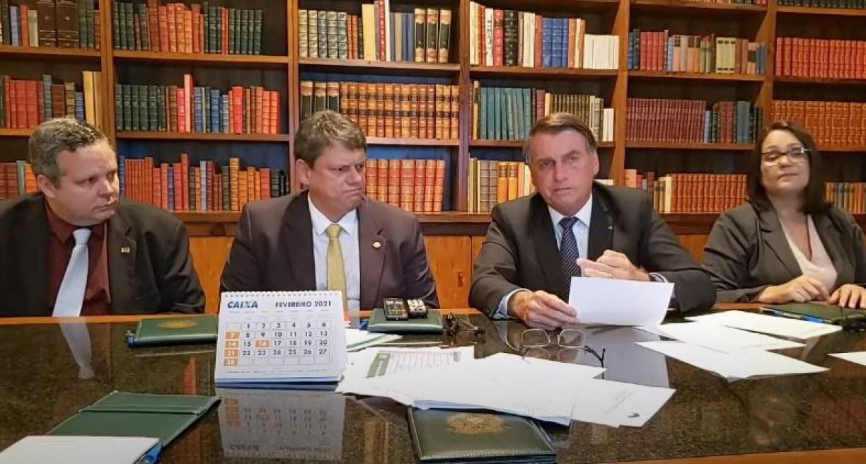 Bolsonaro diz que vai zerar imposto federal no gás de cozinha e no diesel