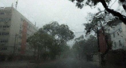 Forte chuva causou alagamentos no Recife na manhã desta sexta-feira.