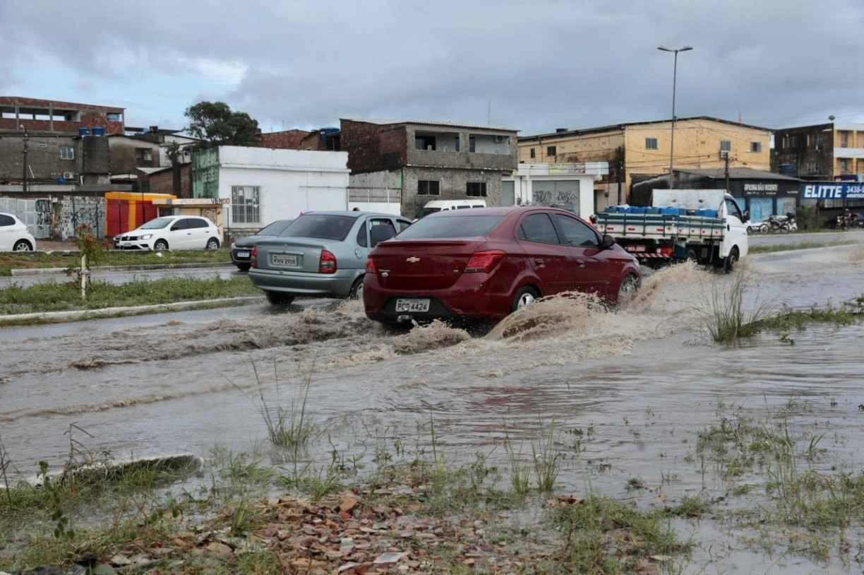 Grande Recife sem chuva neste sábado mas ainda com muitos pontos de alagamentos
