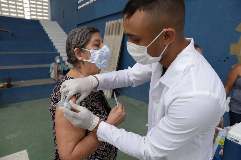 No ritmo atual, vacinação vai até junho de 2022, diz secretário executivo de Saúde de Pernambuco